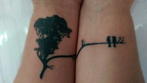 Den Tumi piercing en tattoo (17) vogels boom birds tree