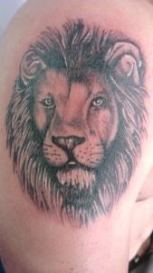 Den Tumi piercing en tattoo (171) leeuw lion